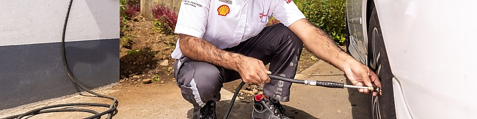 Shell assistant on the forecourt